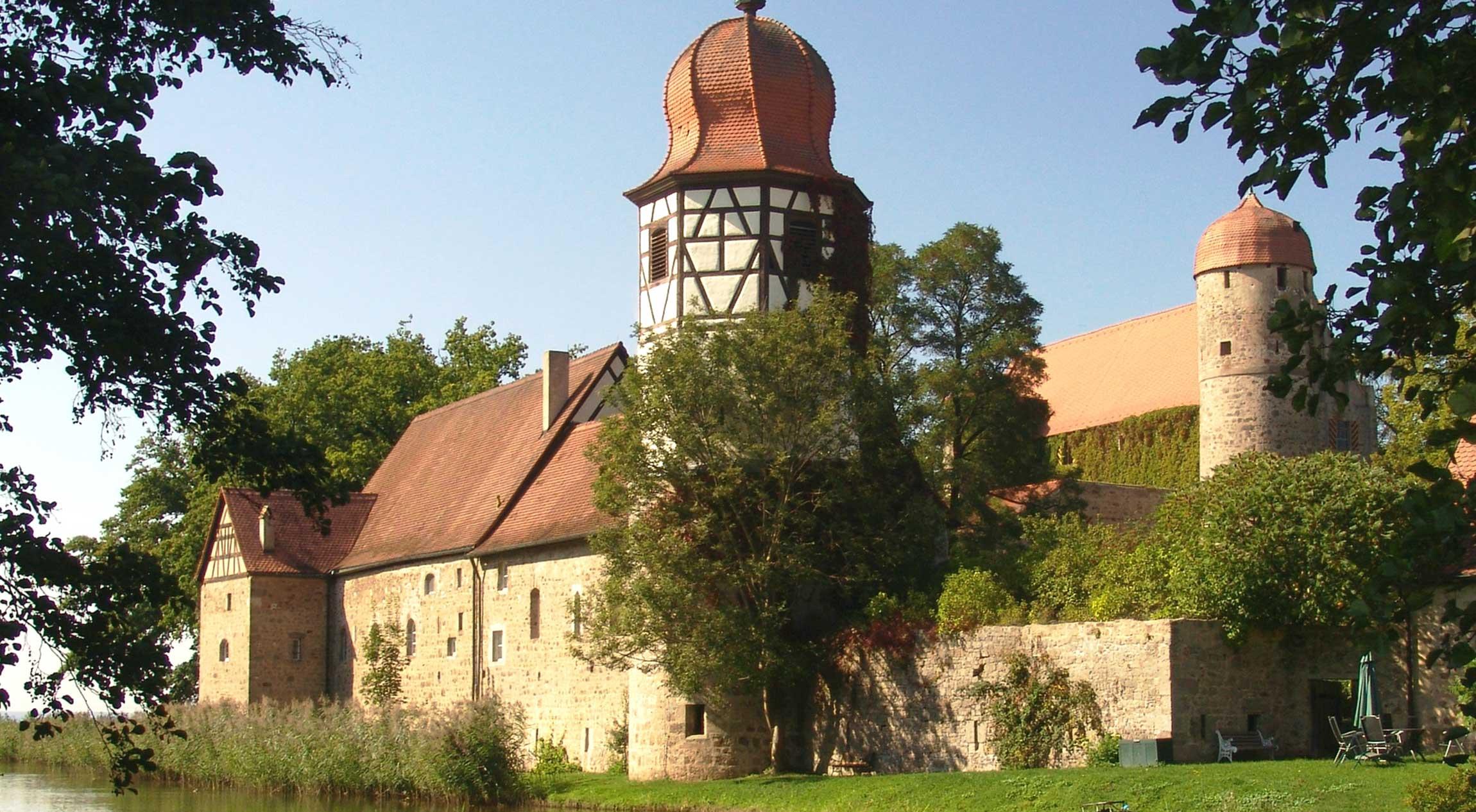 Die Sommersdorfer Kirche vom Südwesten aus gesehen