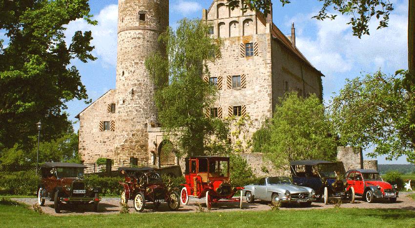 Oldtimersammlung vor Schloss Sommersdorf